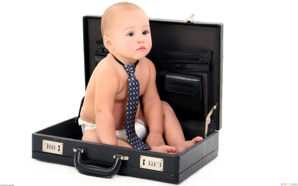 Baby_in_a_business_suitcase